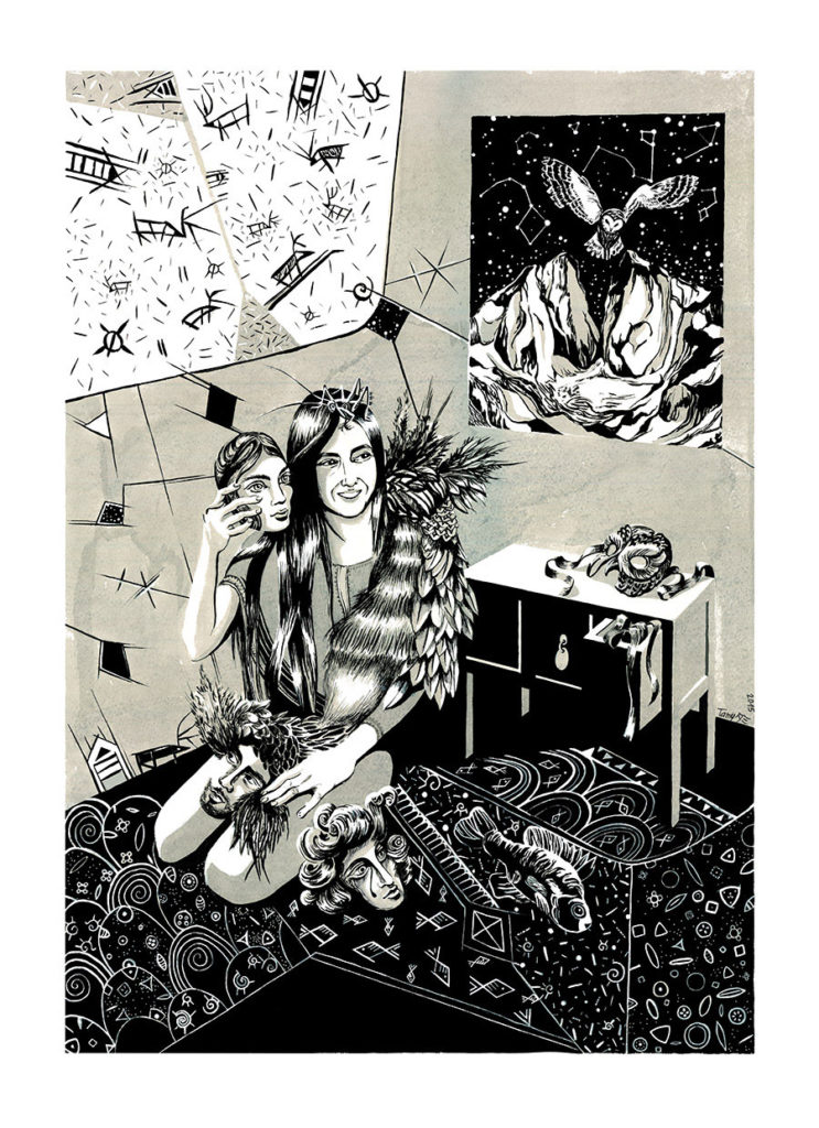 Lavis en noir et blanc à l'encre de chine sur papier, représentant une femme chamane de Mongolie entourée de masques de personnages et d'un hibou, motifs de poissons, oiseaux et une montagne en arrière plan.